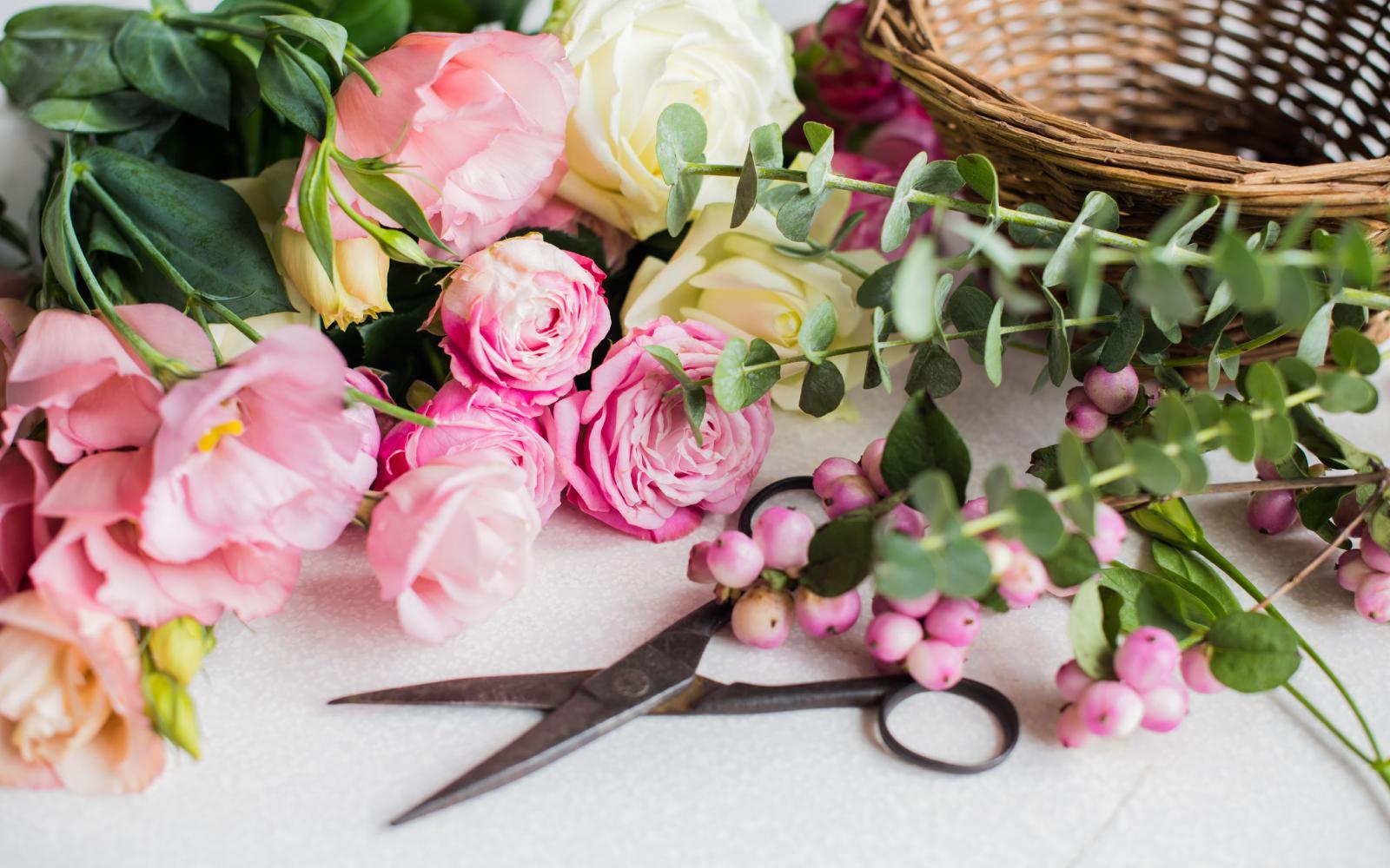Como fazer arranjos florais cheios de harmonia